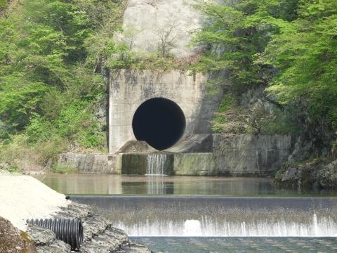 トンネル洪水吐