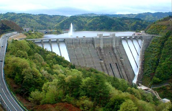型枠の合理化(小里川ダム) - ...