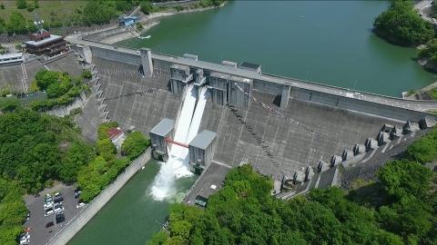 上空からの一庫ダム全景