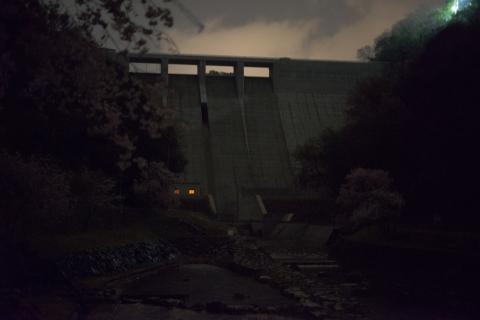 金出地ダムの夜景